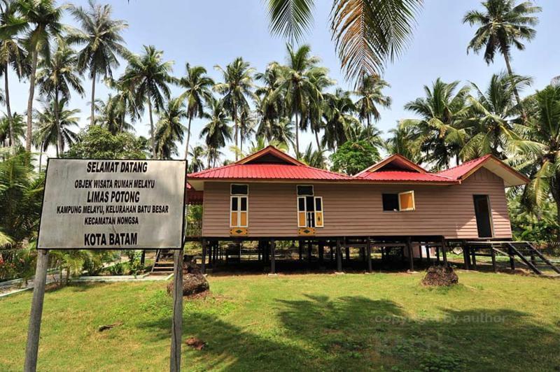 Limas Potong Rumah Adat Khas Kepulauan Riau