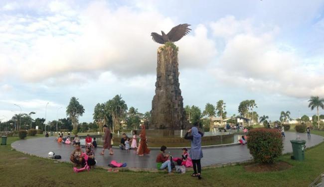 Tugu Burung Elang Bandara Internasional Hang Nadim Kota Batam