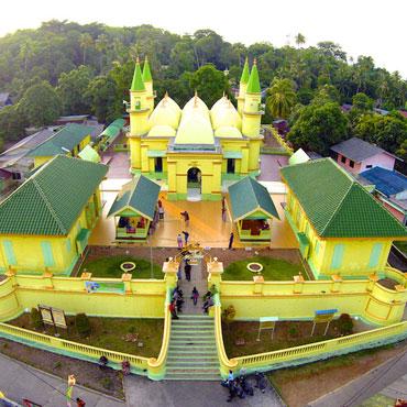 Pesona Masjid Raya Sultan Riau Pulau Penyengat